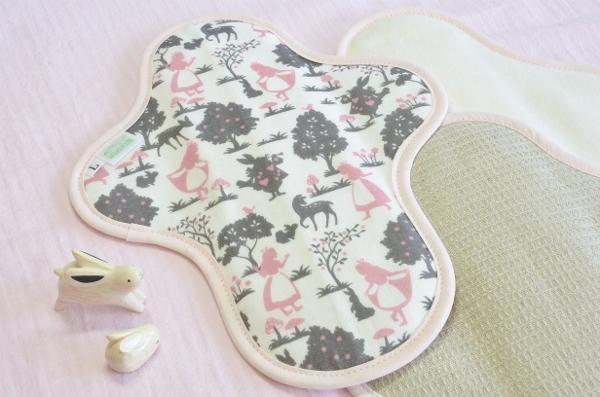 画像1: 布ナプキン一体型◆Lサイズ◆シルエットアリス(ピンク) (1)